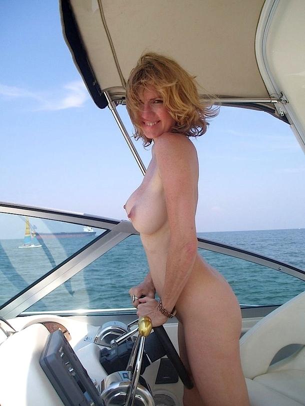 ボート おっぱい まんこ 船上 露出 エロ画像【36】