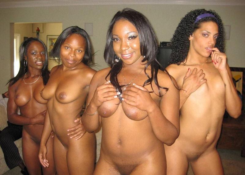 複数の黒人女性が全裸で集合したグループヌード画像