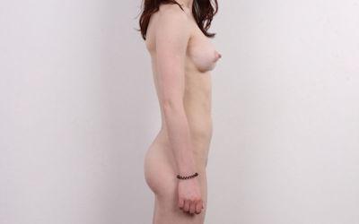 気を付けヌード!全裸外国人熟女の直立横向きエロ画像 ①