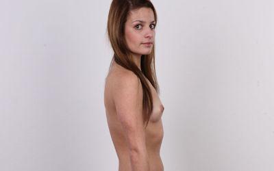 気を付けヌード!全裸外国人熟女の直立横向きエロ画像 ②
