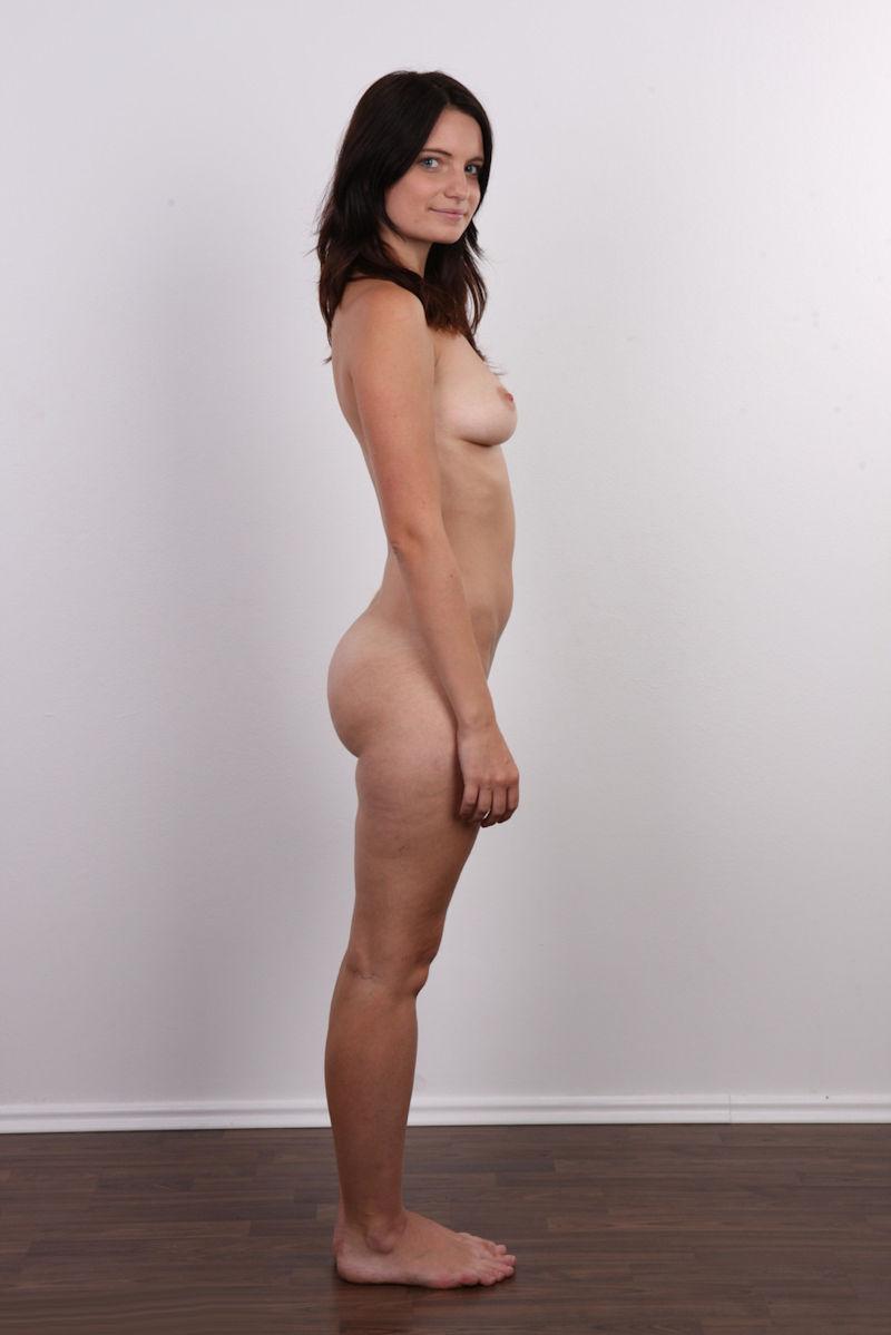気を付け ヌード 全裸 外国人 熟女 直立 横向き エロ画像【1】