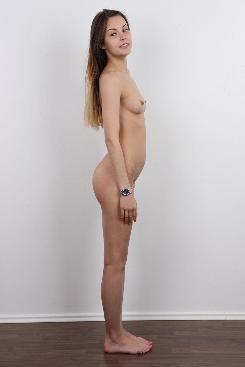 気を付け ヌード 全裸 外国人 熟女 直立 横向き エロ画像【2】