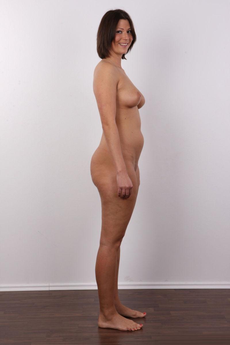気を付け ヌード 全裸 外国人 熟女 直立 横向き エロ画像【3】
