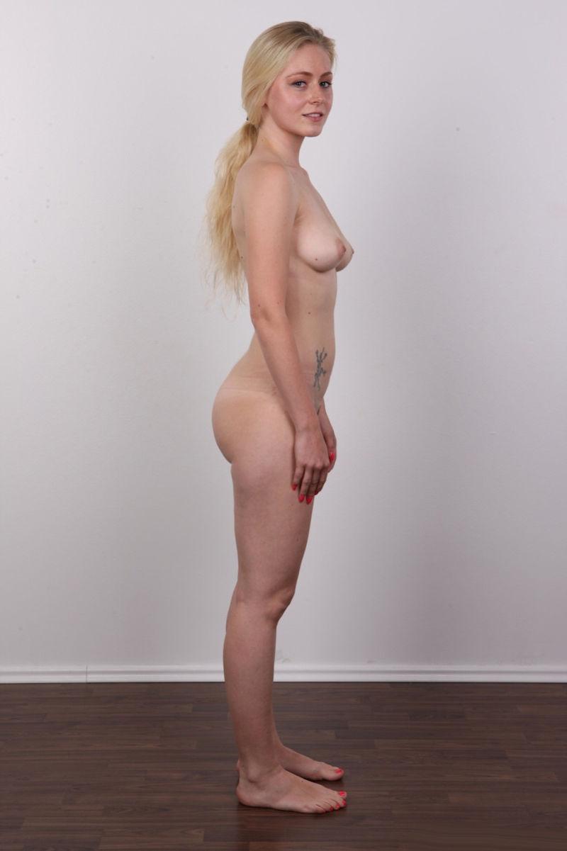 気を付け ヌード 全裸 外国人 熟女 直立 横向き エロ画像【6】