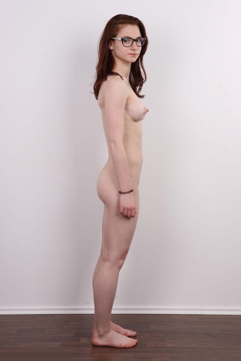 気を付け ヌード 全裸 外国人 熟女 直立 横向き エロ画像【10】