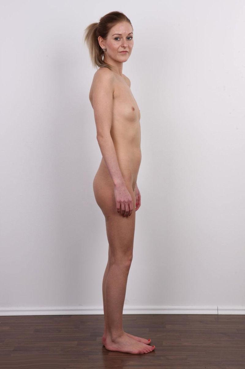 気を付け ヌード 全裸 外国人 熟女 直立 横向き エロ画像【11】