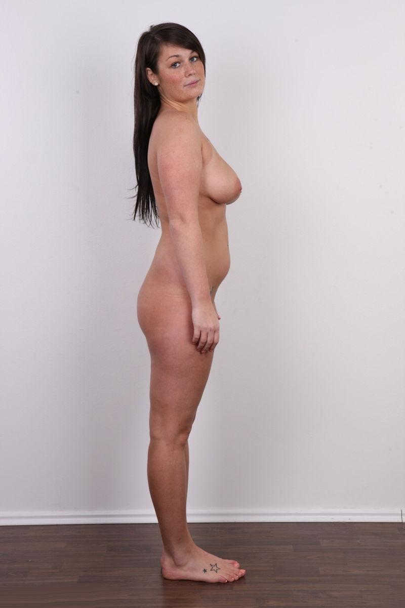 気を付け ヌード 全裸 外国人 熟女 直立 横向き エロ画像【13】