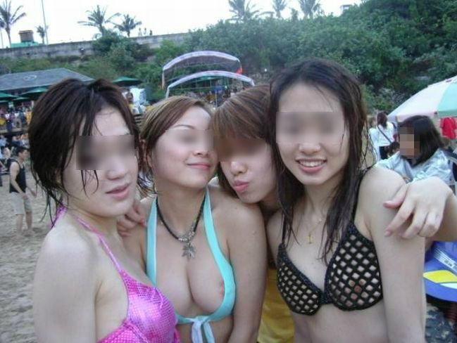 水着 片乳 ポロリ 片乳首 チラリ エロ画像【28】