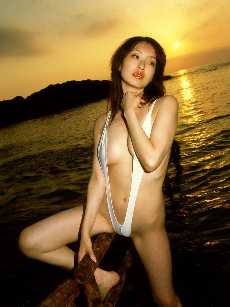 極小 変態 水着 セクシー ポーズ エロ画像【29】