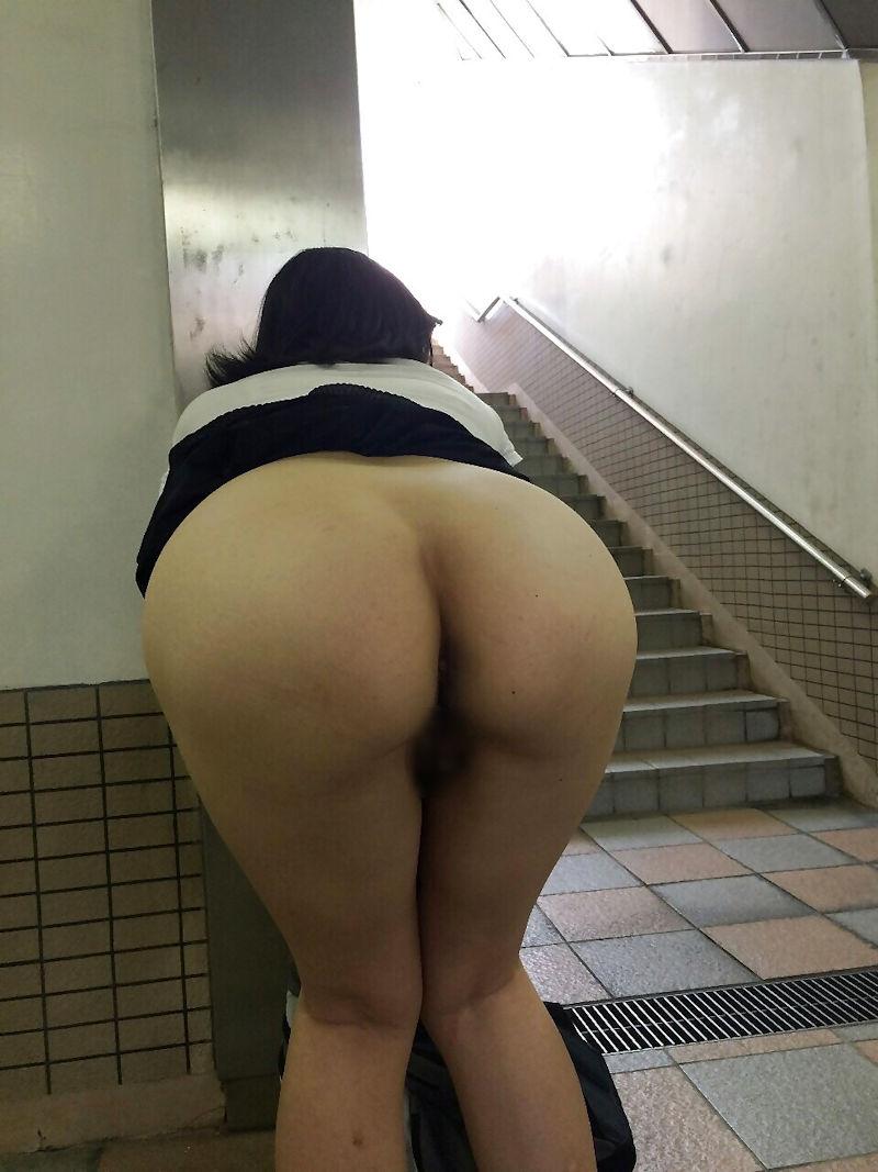 ノーパン 前屈み まんこ マンチラ マンモロ エロ画像【20】