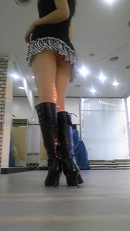 美脚 パンツ セクシー パンチラ エロ画像【6】
