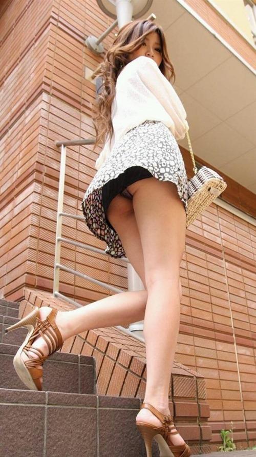 美脚 パンツ セクシー パンチラ エロ画像【29】