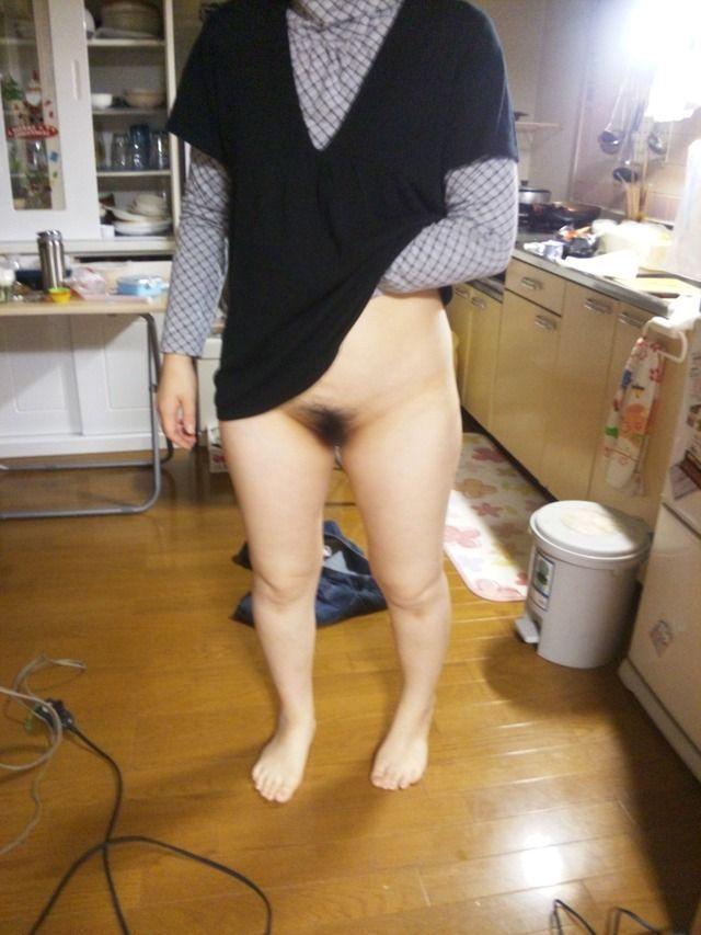 まんこ 家庭内 ノーパン マンチラ エロ画像【11】