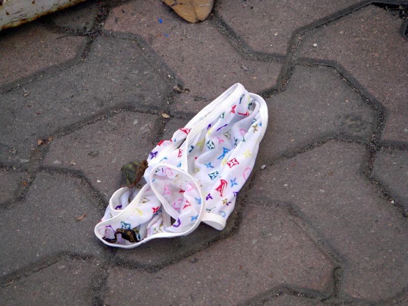地面 ブラ パンツ 落ちてる 下着 エロ画像【32】