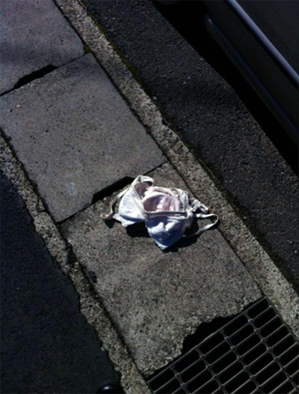 地面 ブラ パンツ 落ちてる 下着 エロ画像【34】