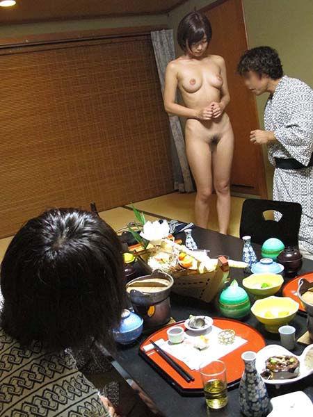 男の前 裸 ジロジロ 見みられる 羞恥 ヌード エロ画像【4】