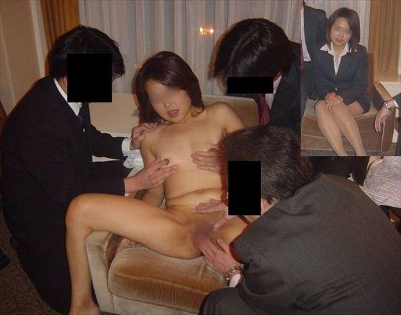 男の前 裸 ジロジロ 見みられる 羞恥 ヌード エロ画像【7】