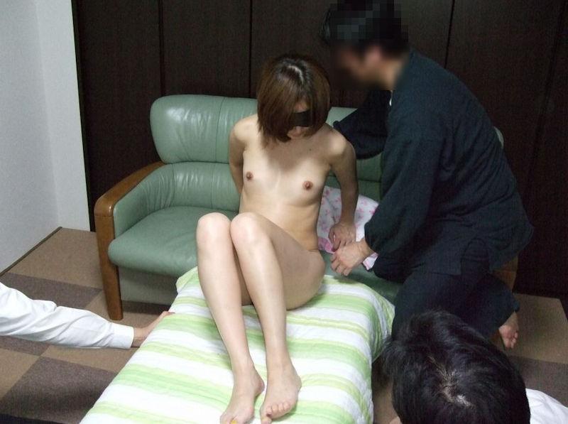 男の前 裸 ジロジロ 見みられる 羞恥 ヌード エロ画像【17】