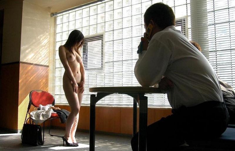 男の前 裸 ジロジロ 見みられる 羞恥 ヌード エロ画像【25】