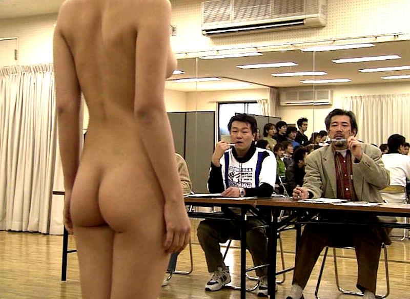 男の前 裸 ジロジロ 見みられる 羞恥 ヌード エロ画像【26】