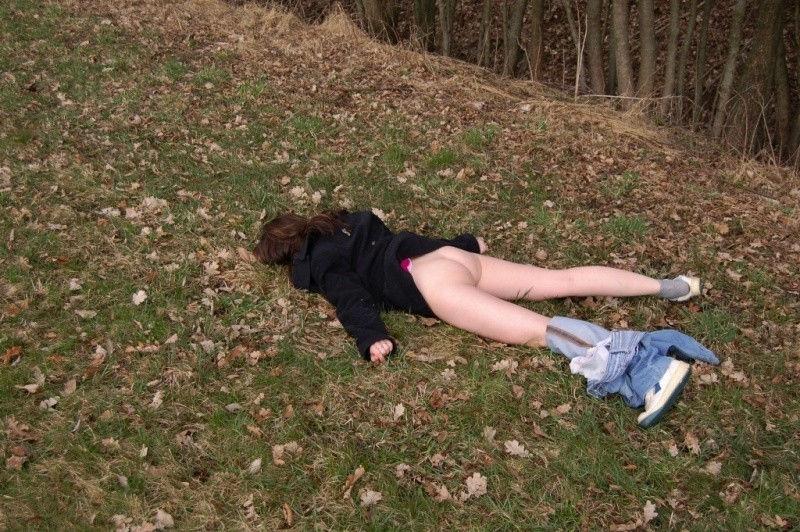 ノーパン 就寝 まんこ 丸出し 眠る 外国人 エロ画像【32】