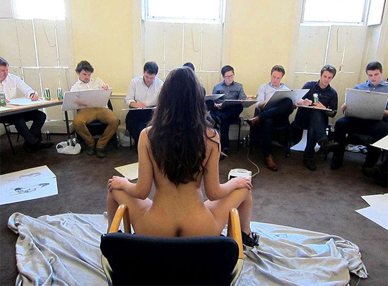 ヌードデッサン教室の外国人全裸モデル画像集