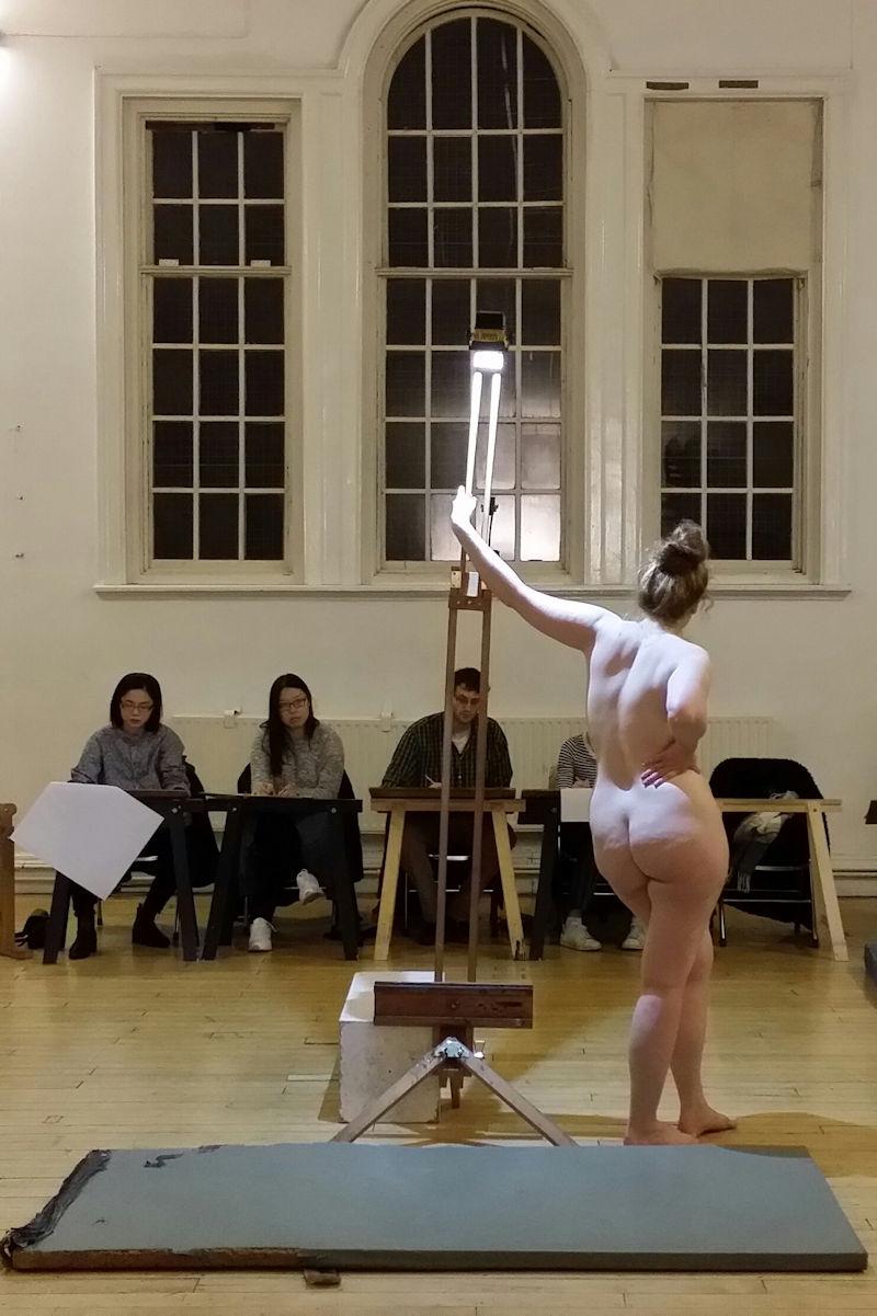 ヌードデッサン 外国人 全裸 モデル エロ画像【14】