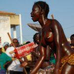 ギニア人のおっぱいが綺麗なビサウカーニバル画像集