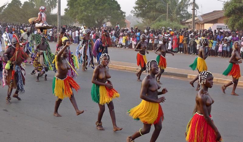 ギニア人 おっぱい ビサウ カーニバル エロ画像【6】