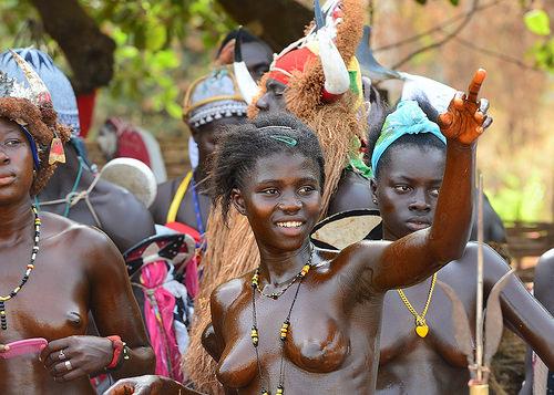 ギニア人 おっぱい ビサウ カーニバル エロ画像【13】