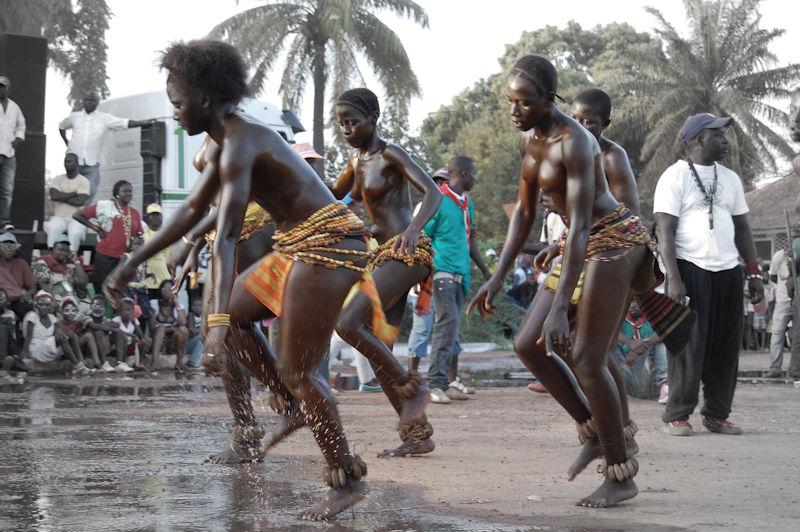 ギニア人 おっぱい ビサウ カーニバル エロ画像【19】