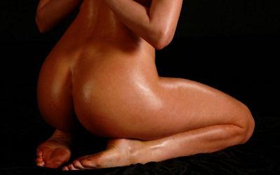全裸で上手に正座する外国人のヌード画像 ④