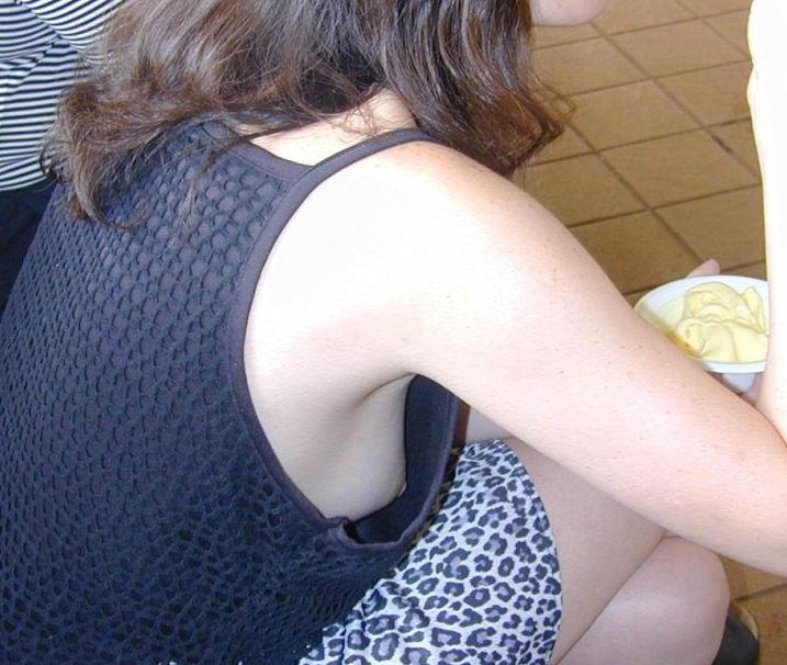 斜め後ろ 角度 胸チラ 覗き込む エロ画像【6】