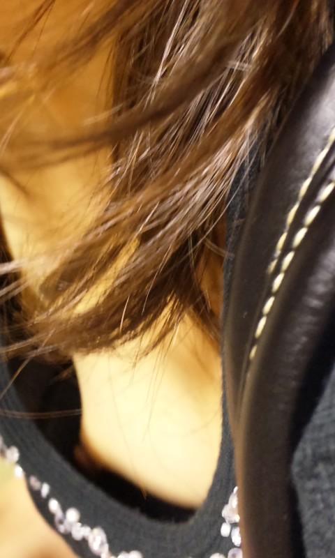乳首 胸チラ エロ画像【13】