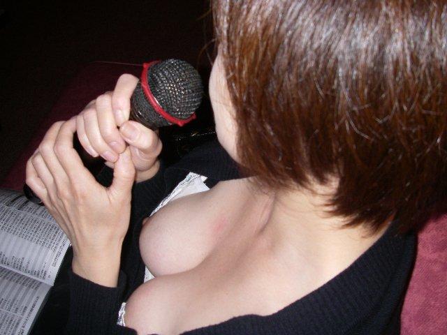 乳首 胸チラ エロ画像【22】