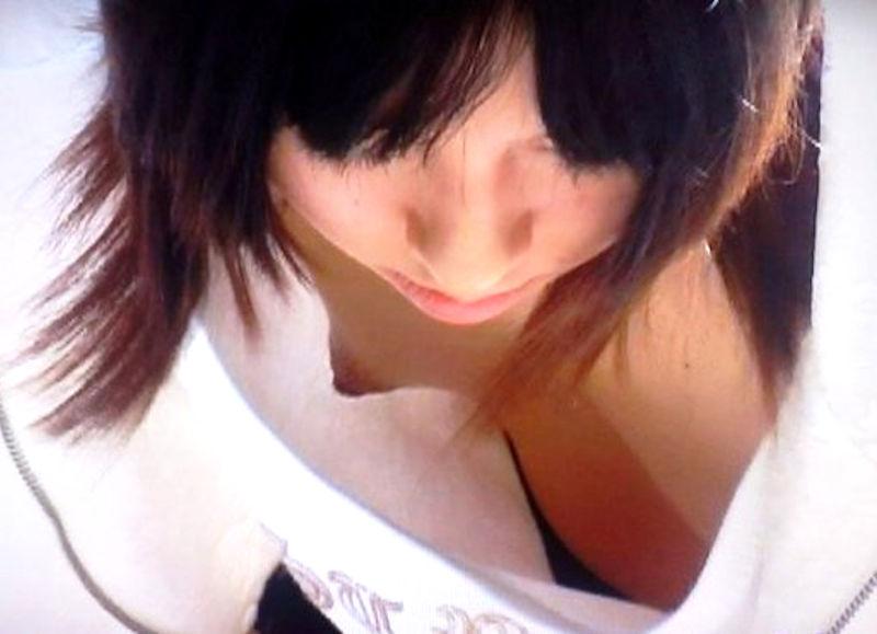 乳首 胸チラ エロ画像【73】