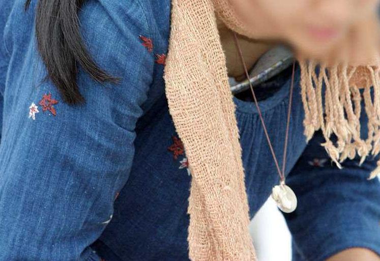乳首 胸チラ エロ画像【88】