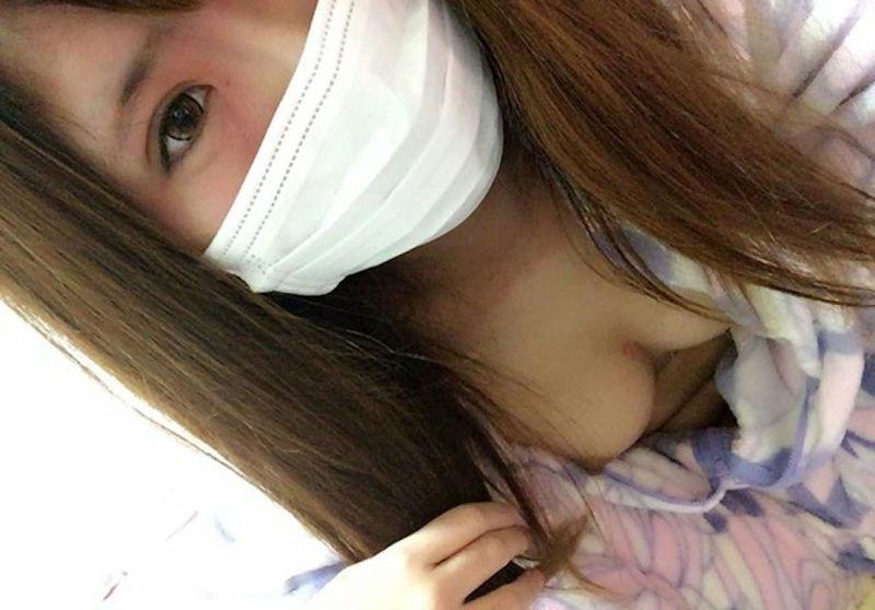 乳首 胸チラ エロ画像【99】