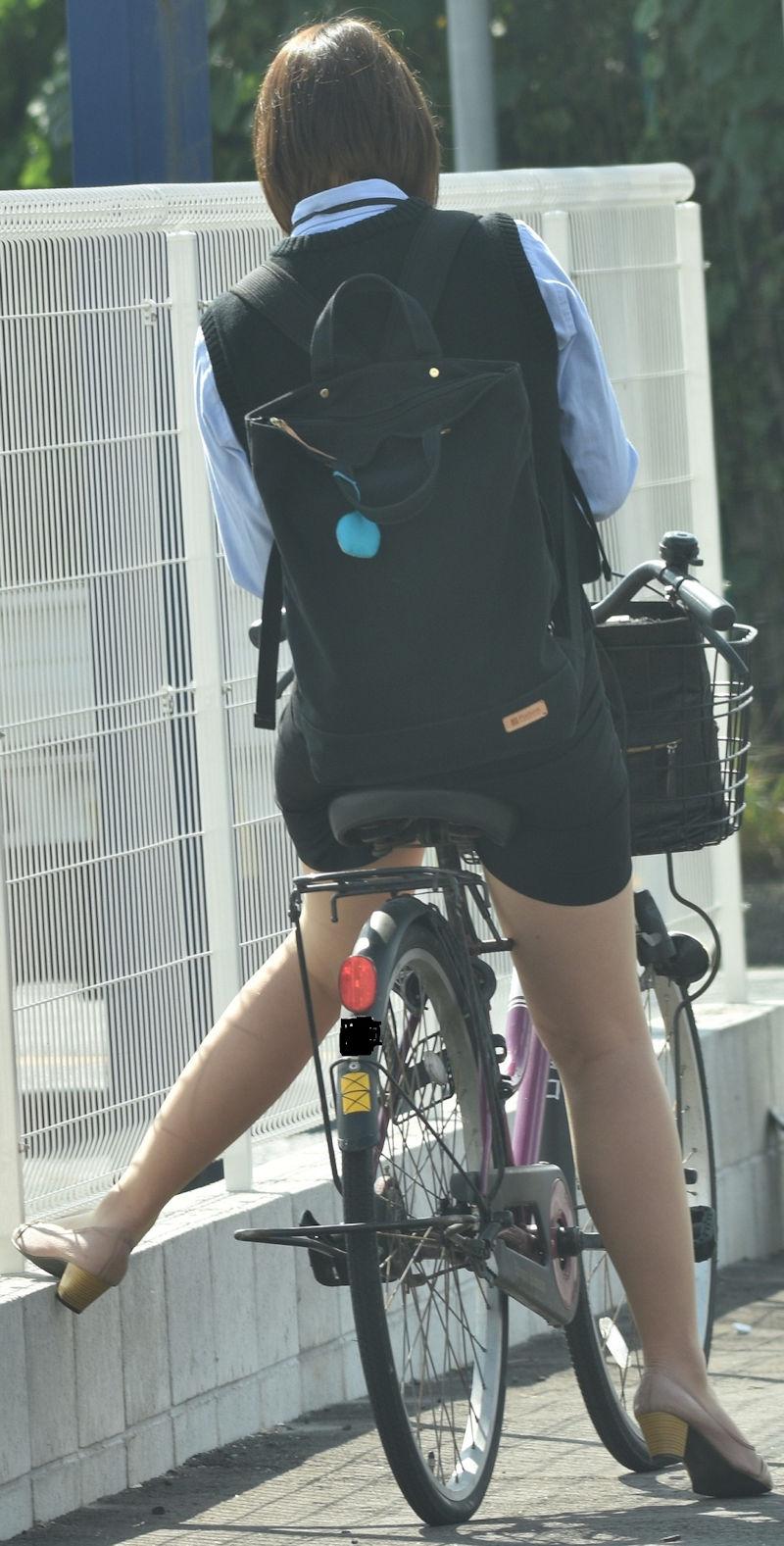 お尻 セクシー 自転車 通勤 OL 街撮り エロ画像【17】