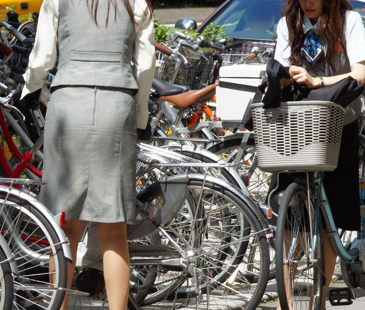 お尻 セクシー 自転車 通勤 OL 街撮り エロ画像【20】