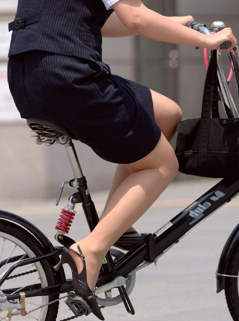 お尻 セクシー 自転車 通勤 OL 街撮り エロ画像【23】