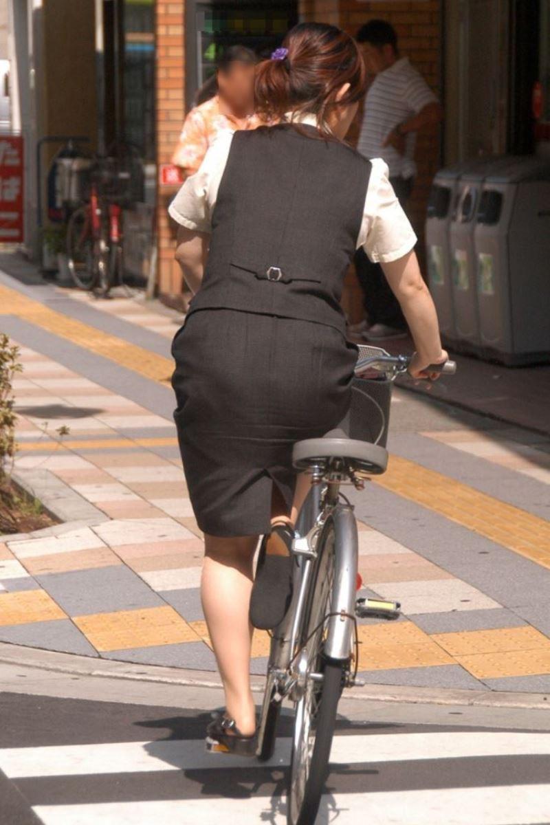 お尻 セクシー 自転車 通勤 OL 街撮り エロ画像【29】