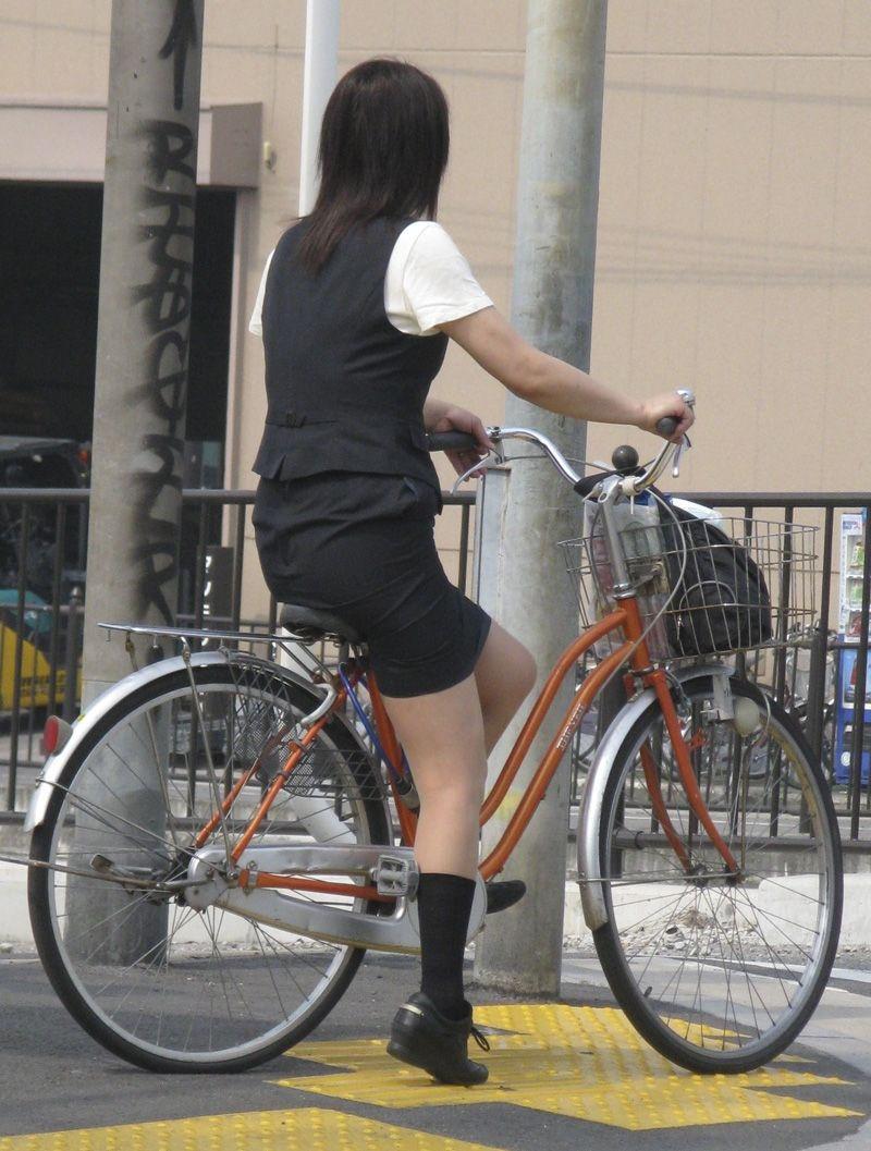 お尻 セクシー 自転車 通勤 OL 街撮り エロ画像【36】
