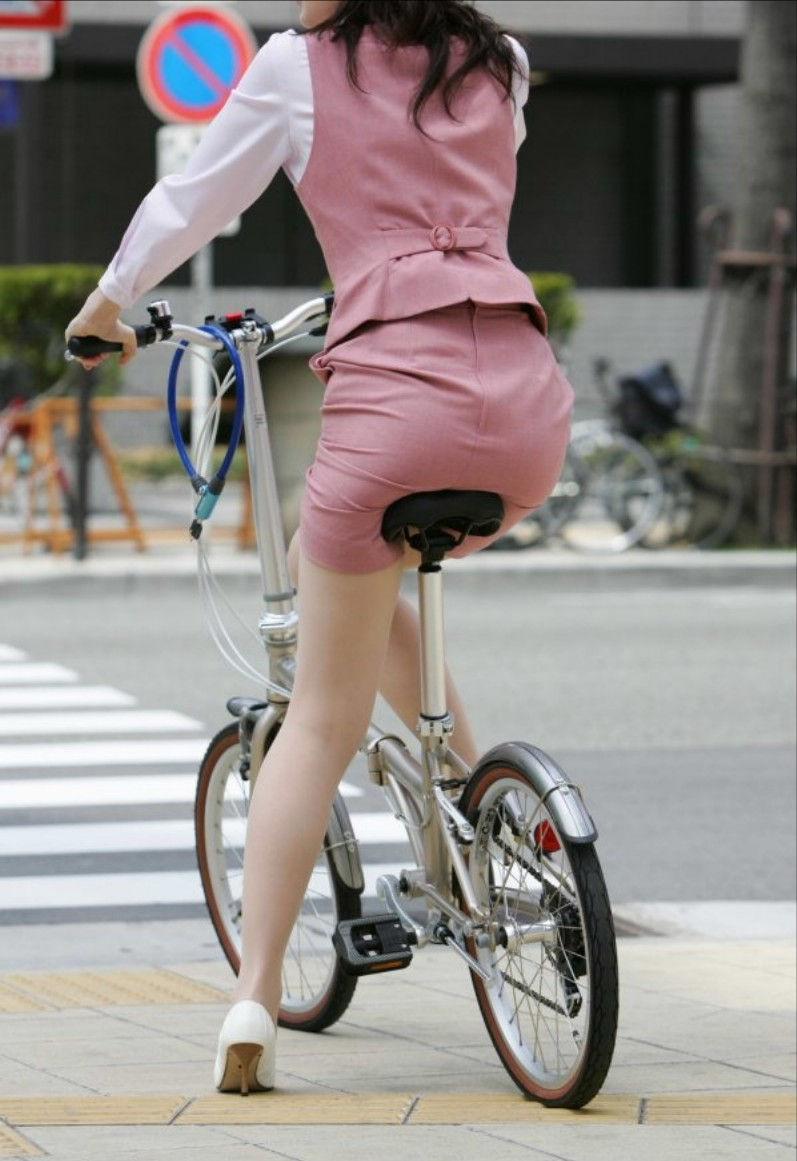お尻 セクシー 自転車 通勤 OL 街撮り エロ画像【40】