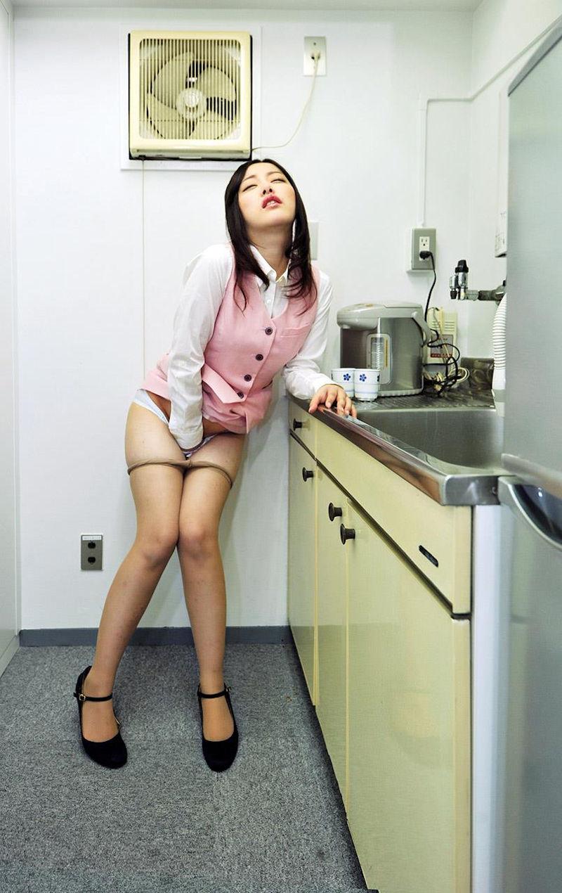 OL 会社内 オナニー エロ画像【32】