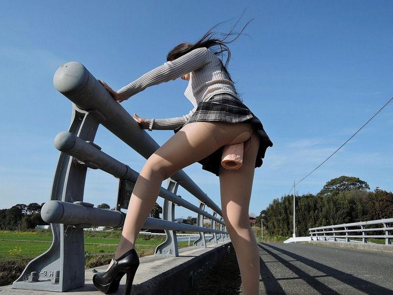野外 オナニー 露出狂 屋外 自慰 エロ画像【25】