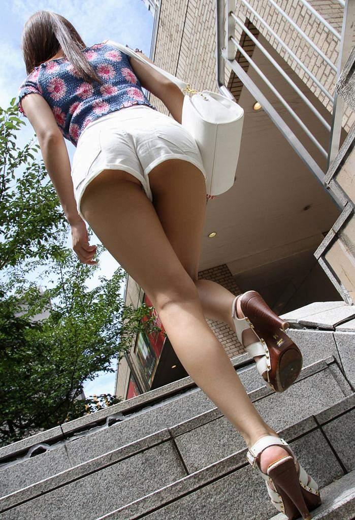 階段 背後 お尻 見上げる エロ画像【2】