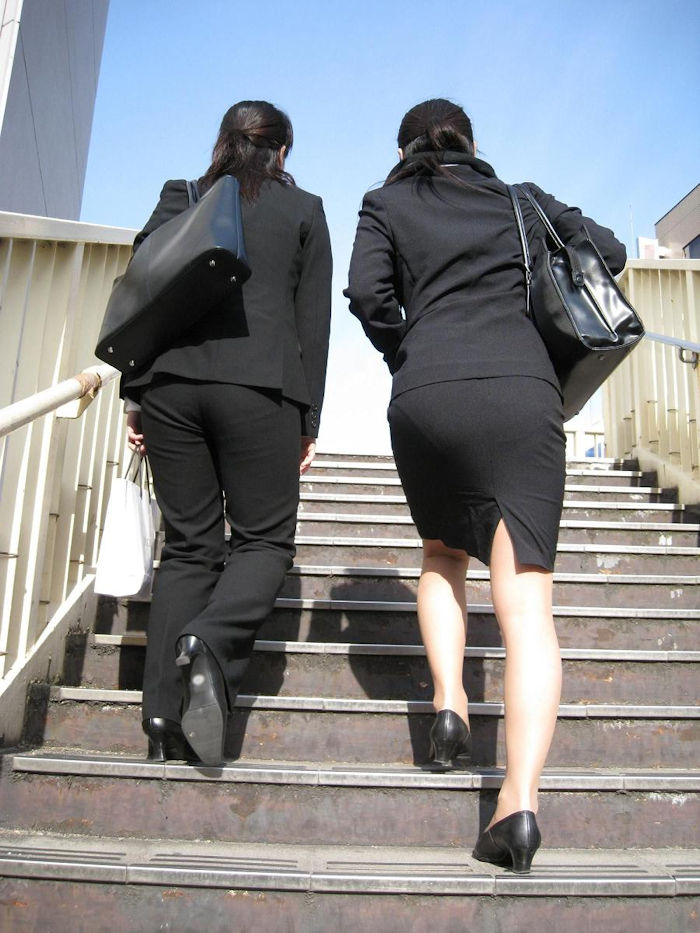 階段 背後 お尻 見上げる エロ画像【4】