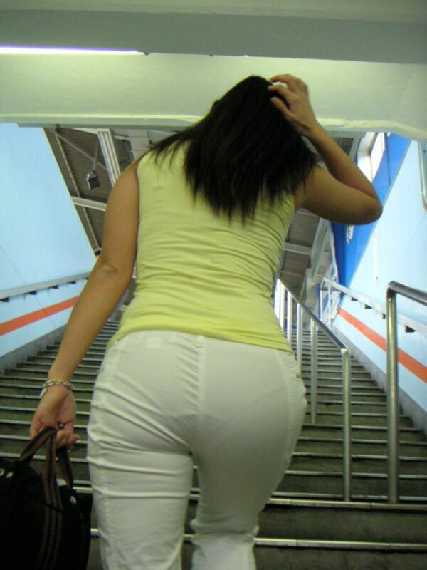階段 背後 お尻 見上げる エロ画像【7】