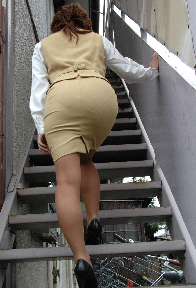 階段 背後 お尻 見上げる エロ画像【9】